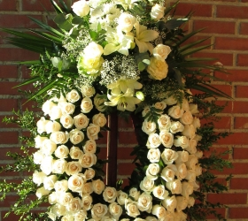 Corona  Rosas Blancas con Cabecero