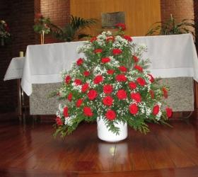 Centro claveles rojos y paniculata