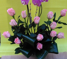 Centro Rosas con Phalaenopsis