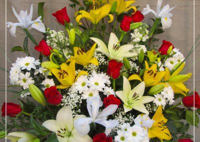 Centro rosas, liliun,margarita e iris